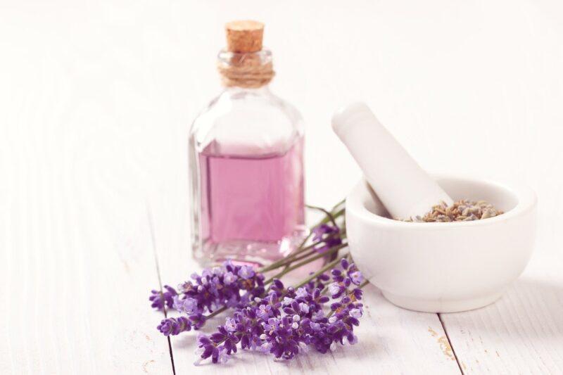アロマをうまく使おう!香りは脳に直接効果を与える